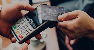 Τι αλλάζει στις αγορές με κάρτες. Πόσο μειώνονται οι συναλλαγές με μετρητά