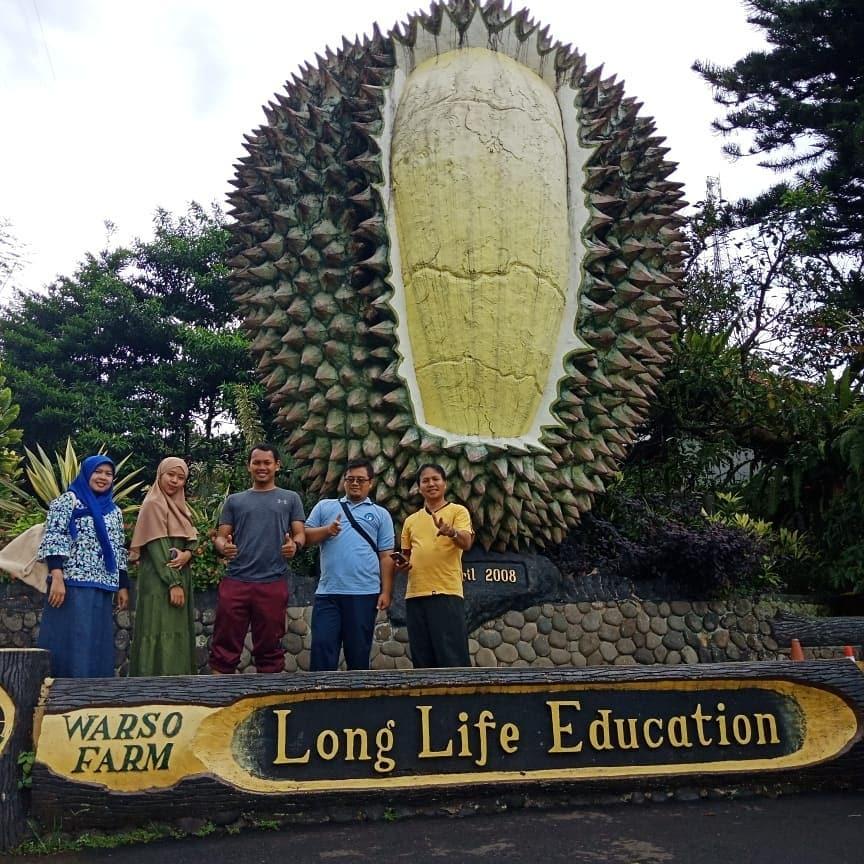 Asyiknya Belah Duren di Kebun Durian Warso Farm, Bogor