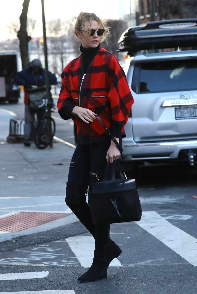 Karlie Kloss Shows Off Her Winter Street Style In Nyc The Front
