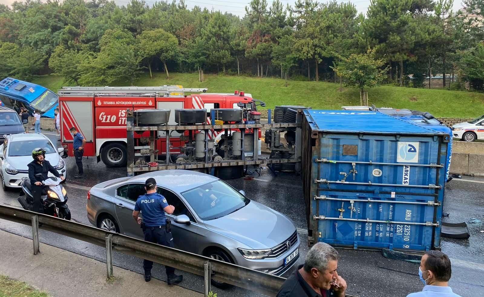 TEM'de kaza: 7 araç birbirine girdi