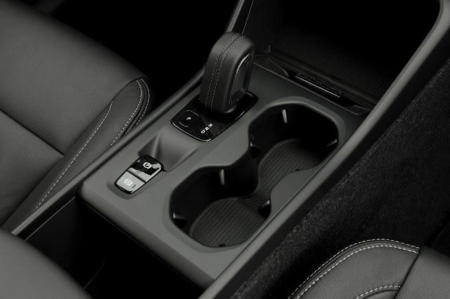 Volvo lança versão T4 do XC40 no Brasil - preço