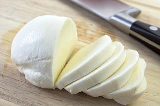 Cuales son los beneficios del queso mozzarella