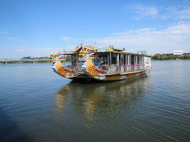 tour boat hue vietnam
