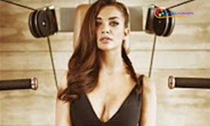 Amy Jackson's Mobile Hacked.. Personal Photos Theft!…