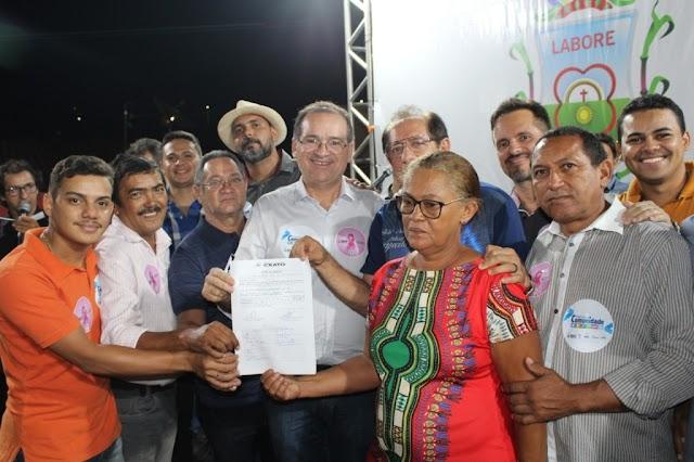"""Assinada ordem de serviço da Praça do Bairro Gisélia Pinheiro durante o """"Prefeitura na Comunidade"""""""