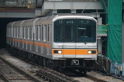 東京メトロ銀座線を走る01系