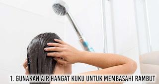 Gunakan air hangat kuku untuk membasahi rambut