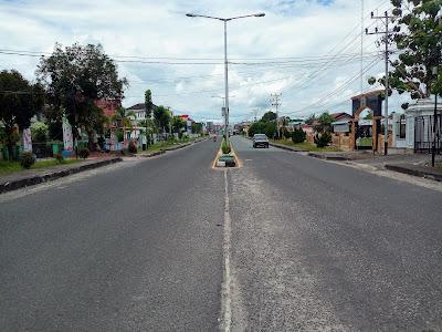 Tak Seperti Biasa, Hari Ini Ruas Jalan di Kota Putussibau Sepi Dampak Covid-19