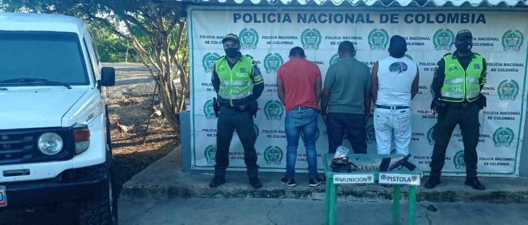 https://www.notasrosas.com/En la vía Riohacha - Paraguachón, capturan a tres personas, por porte ilegal de arma de fuego