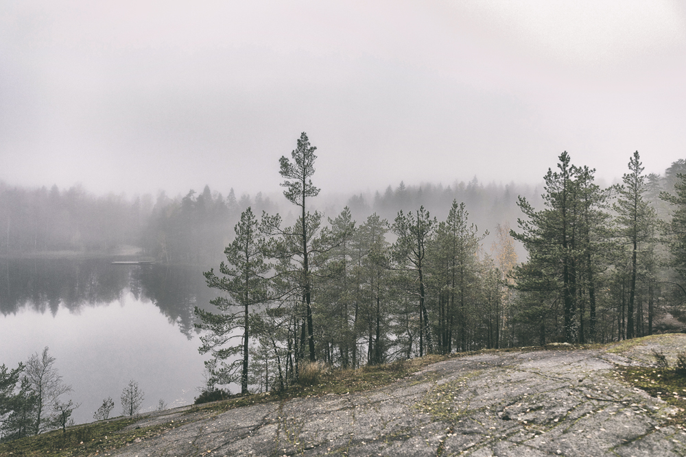 luonto, luontokuva, suomi, finland, visitfinland, nature, outdoors, naturephotography, outdoorphotography, valokuvaaja, pjotographer, Frida Steiner, Visualaddict, visualaddictfrida, forest, rocks, lake, lakeshore
