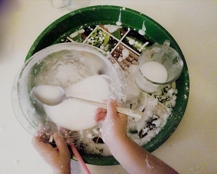 Nasze Montessori - Ciecz nienewtonowska