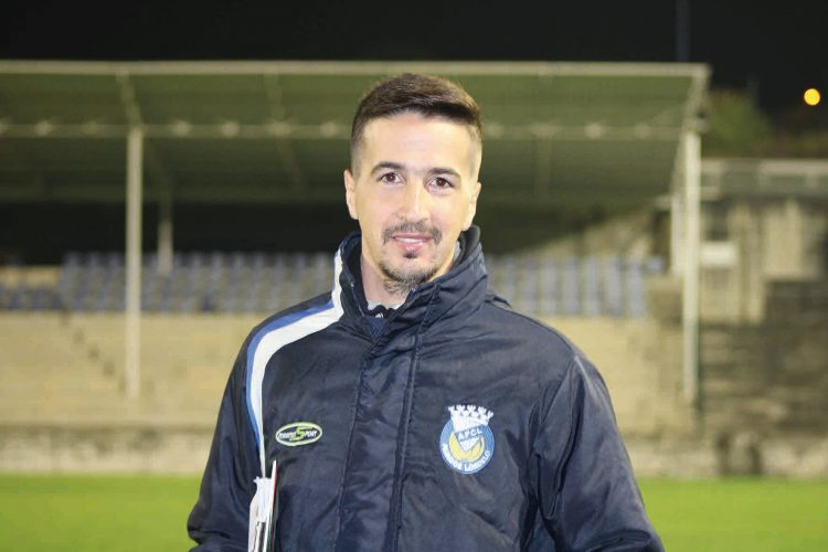 Juvenal Brandão deixa reparos acerca do treinador do São Pedro da Cova