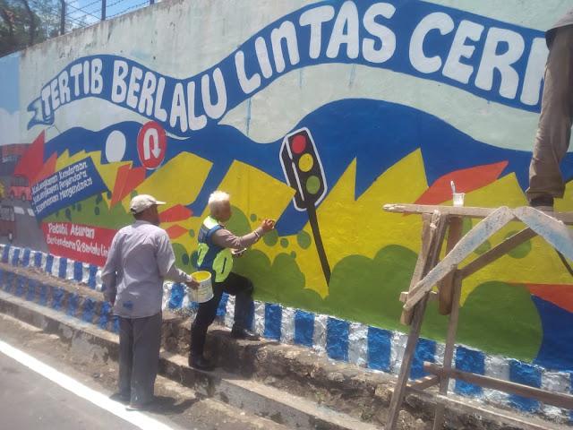 Kasat Lantas Bersama Wakasat Polresta Bandar Lampung Langsung Memantau Persiapan Pembentukan Kampung Tertib Lalu Lintas