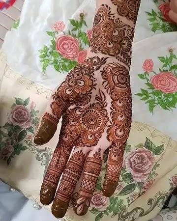 beautiful-one-hand-mehndi-design