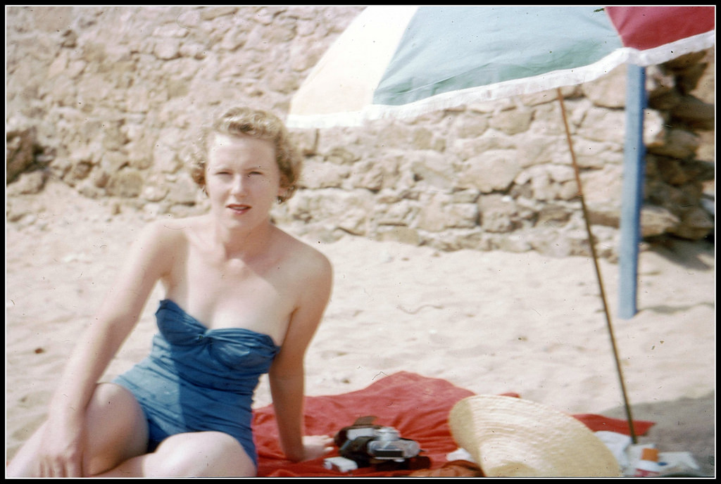 9b066b02de94a 1950s  The Early Days of Swimwear Outbreak – 43 Color Snapshots Show ...
