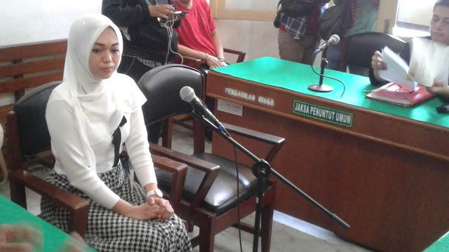Tagih Utang 'Bu Kombes' Lewat IG, Febi Kena UU ITE dan Dituntut 2 Tahun Penjara