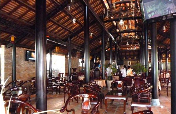 Không gian nhà hàng 8 Phước khá rộng rãi