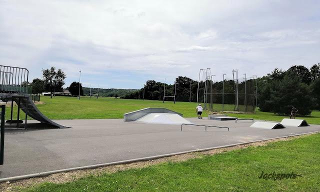 skatepark saint pierre lès nemours