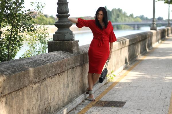 abito rosso, red dress, vestito elegante, outfit sensuale, outfit elegante, outfit in rosso, themorasmoothie, influencer, influenceritaliana, 40fashionblogger, fashionbloggerover40, fashionbloggeritaliana