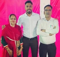 avesh khan with her parents