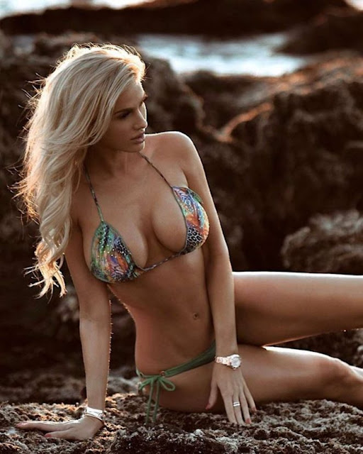 Leanna Bartlett in Bikini – Instagram