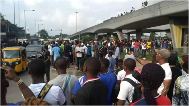 Hoodlums hijack students' protest in Ekiti, attack Fayemi's wife's convoy