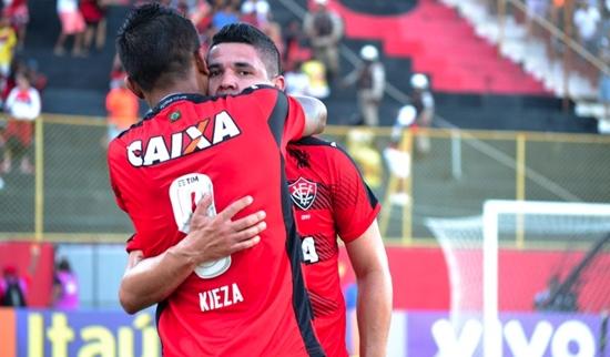 Vitória vence o Corinthians de virada no Barradão