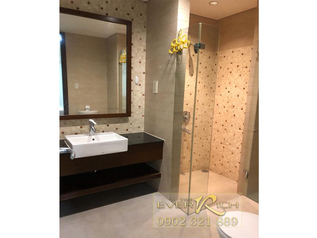 The Everrich đường 3 thangs 2 cho thuê căn hộ 2PN tầng 9 - phòng tắm