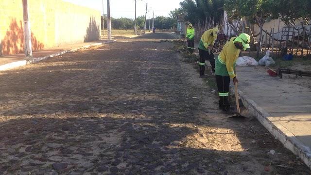 Prefeitura de Parnaíba realiza mutirão de limpeza no Residencial Dom Rufino