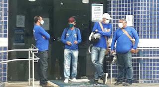 Representantes dos ACS e ACE, fazem peregrinarão em frente da prefeitura de Sapé para reivindicar aumentos salariais não cumprido pela  gestão