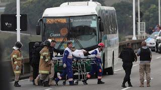 La Policía brasileña abate al secuestrador y libera a los rehenes del autobús en Río de Janeiro