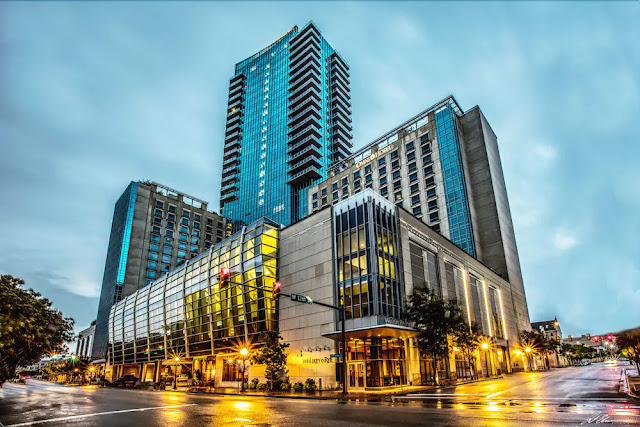 A stunning blend of native building materials and ultra-modern glass, Omni Fort Worth Hotel represents progressive luxury and offers amenities illustrating the Western spirit embodied by the city that surrounds it.