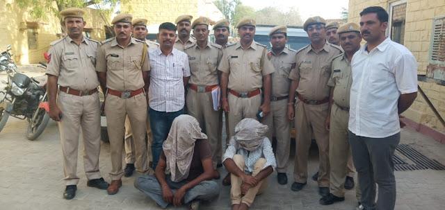 जैसलमेर - पुलिस थाना कोतवाली ने चोरी की बोलेरो व मोटरसाईकिल बरामद कर दो शातिर पकड़े 1