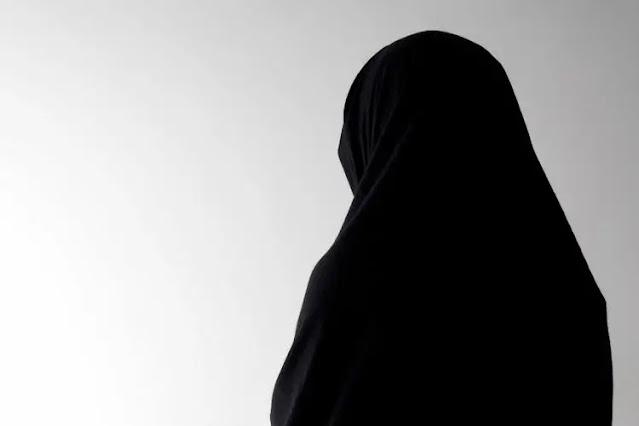 Bicara masalah intoleransi, mengapa baru sekarang. Dan jika kita melihat yang protes masalah kerudung hanyalah 1 dari 46 siswi.   Bagaimana dengan masalah siswa yang dilarang menggunakan jilbab dari sejumlah sekolah yang ada di Bali, seolah ada perbedaan sikap dan pembiaran.