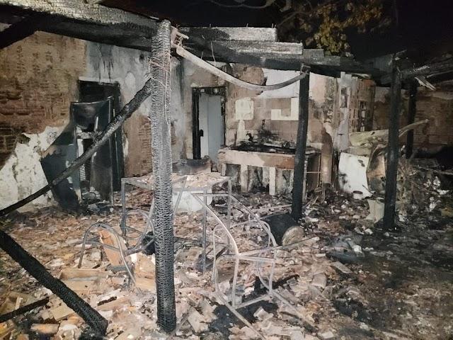 Idosa morre em incêndio na capital de MS e jovem e criança são salvos por policial militar
