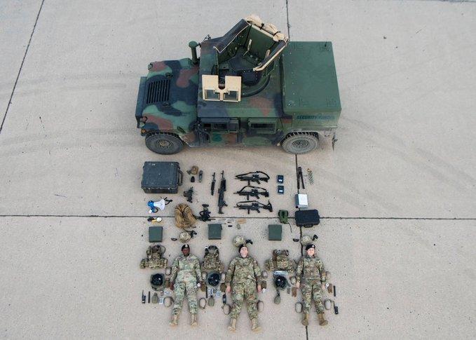 Солдати бази ВПС США Майнот