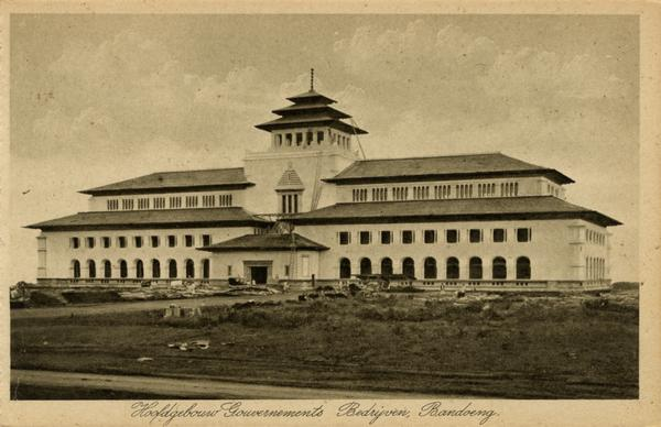 Gedung Sate sekira 1920. Foto: KITLV.