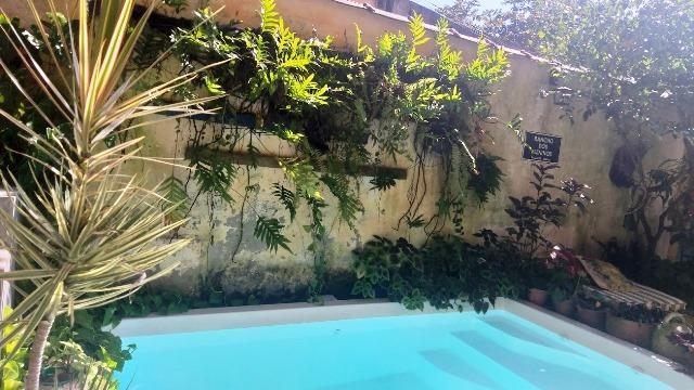 Paquetá, Rio de Janeiro. Que tal um mergulho na piscina da Hospedaria Santa Bárbara
