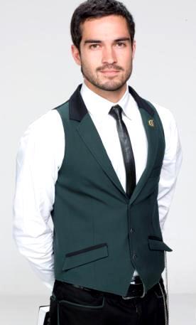 Foto de Alfonso Herrera con corbata