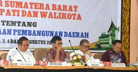 Gubernur Irwan Prayitno Akab Bantu Pembangunan di Kota Padang