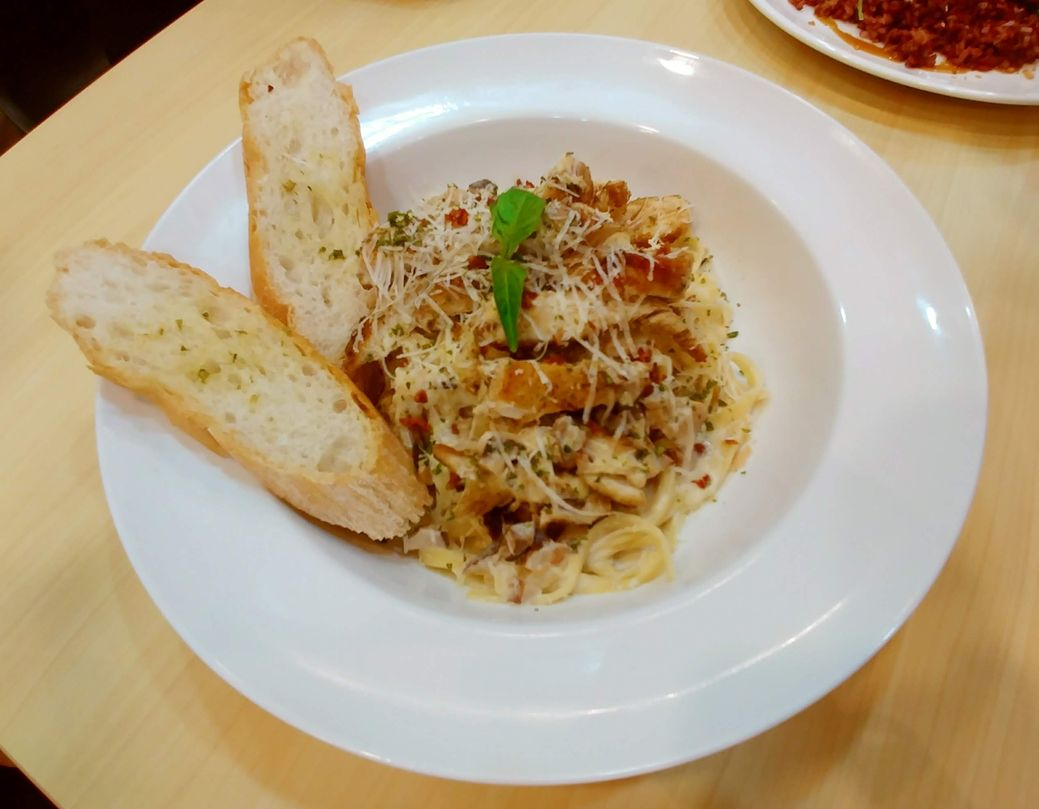 Y Café Chicken and Mushroom pasta