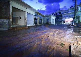Ξαναζωντάνεψε ο εφιάλτης στη Μάνδρα: Πλημμύρισαν σπίτια, ποτάμια οι δρόμοι