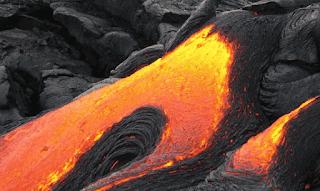 Batuan yang mencair pada magma panas di gunung berapi www.simplenews.me