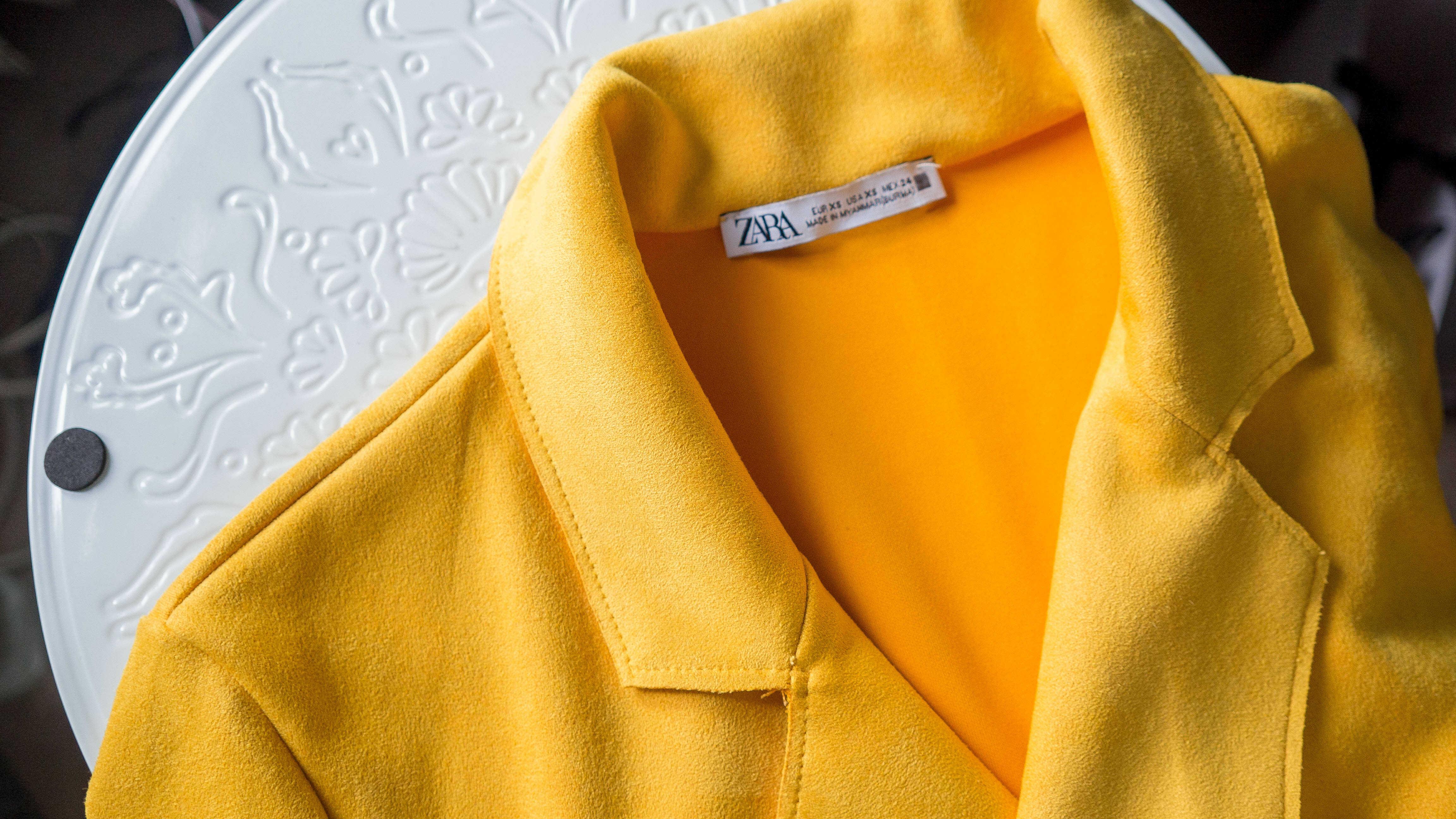 Žlutý semišový kabát Zara