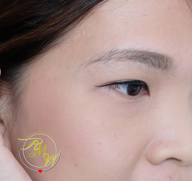 a photo of Benefit Roller Liner Eyeliner Review by Nikki Tiu of www.askmewhats.com