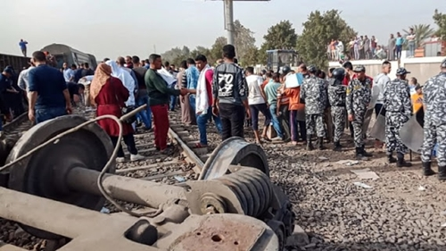 Delapan Gerbong Keluar Rel, Hampir 100 Orang Terluka