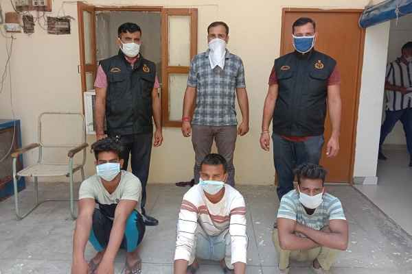 faridabad-crime-branch-sector-48-arrested-three-accused-loot-snatching