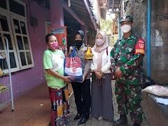 TNI-Polri Di Gringsing Kembali Salurkan Bansos Untuk Warga Terdampak COVID-19