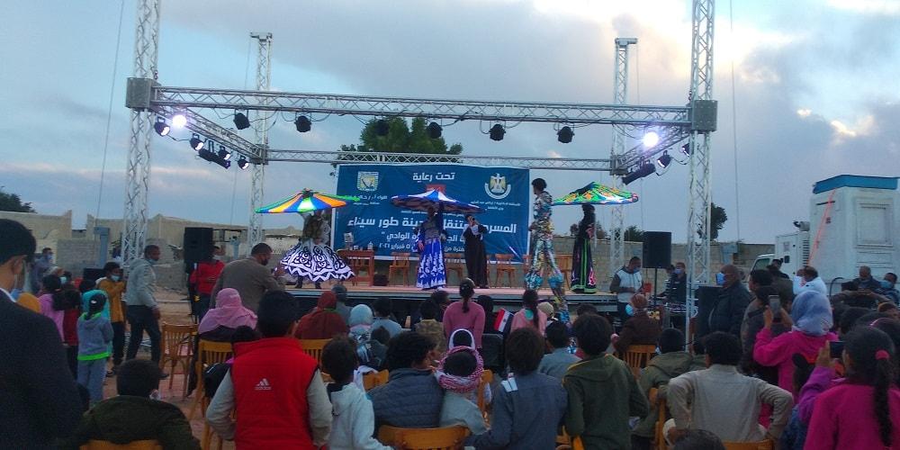 عواض يشهد فعاليات المسرح المتنقل بقرية الوادي بجنوب سيناء