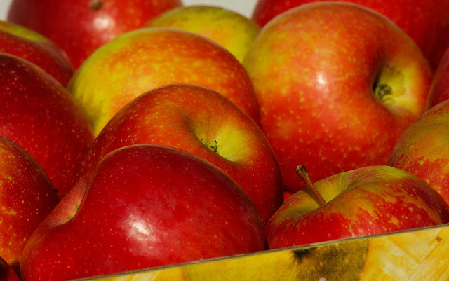 Benefits Of Apples, Apple nutrition, Health Benefits Of Apples, Apple Benefits, healthy food, healthy eating, foods for skin, Apple Health Benefits,